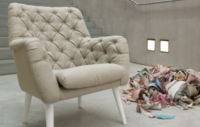 LEITNER Leinen remains faithful to its roots and expands its collection of upholstery fabrics of pure linen with traditional historical or modern plain designs